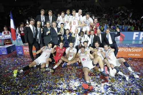 2015 Equipe de France Championne d'Europe - médaille d'or, avec les dirigeants